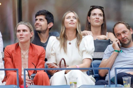 Nóng nhất thể thao tối 13/9: Sharapova quyến rũ cổ vũ Medvedev hạ Djokovic