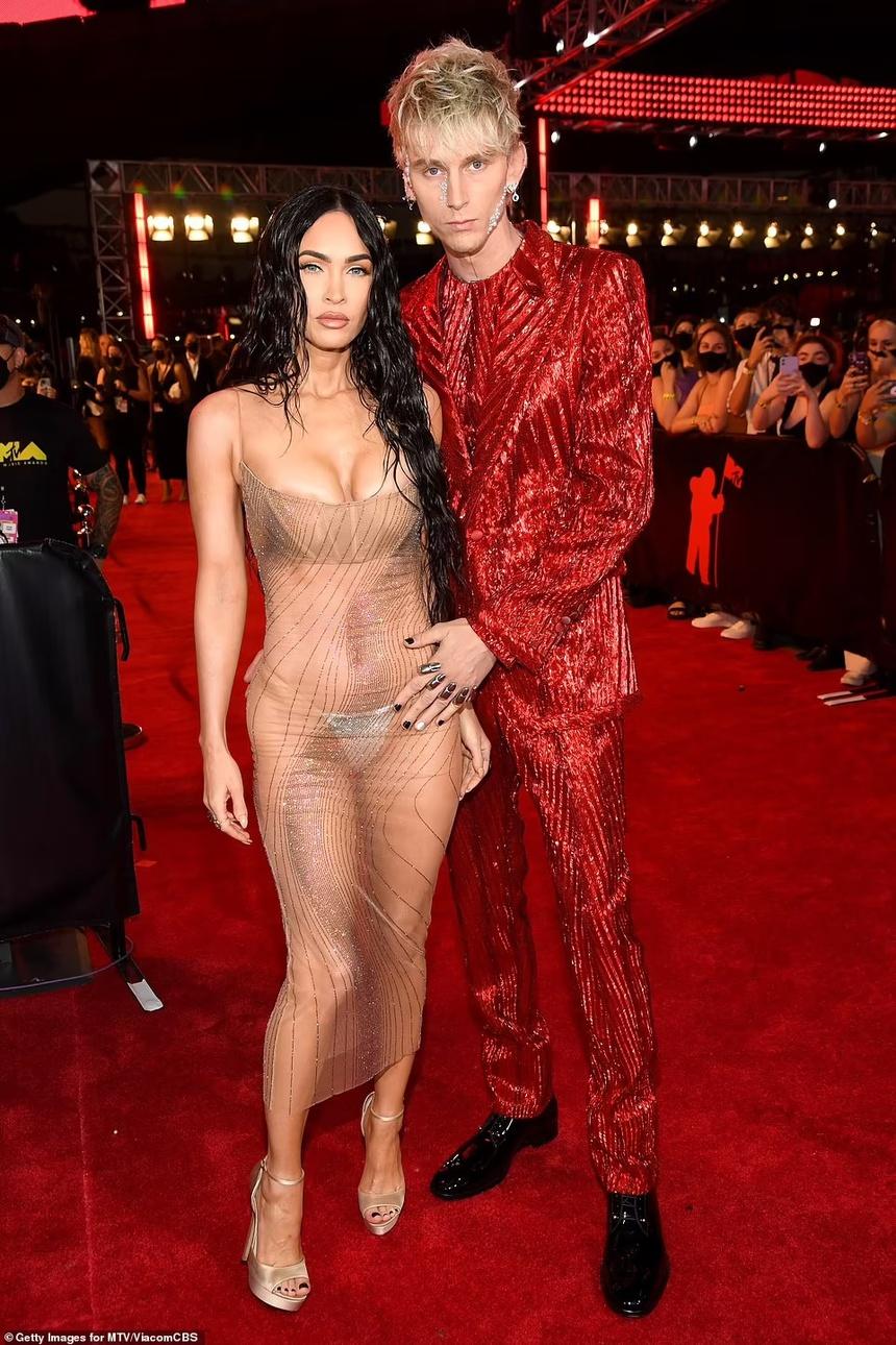 Dàn sao mặc táo bạo tại sự kiện MTV VMAs 2021 - 1