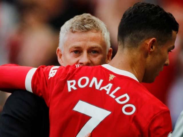 """HLV Solskjaer cảnh báo Ronaldo dù ra mắt như mơ, cựu """"số 7"""" MU khen hết lời - 1"""