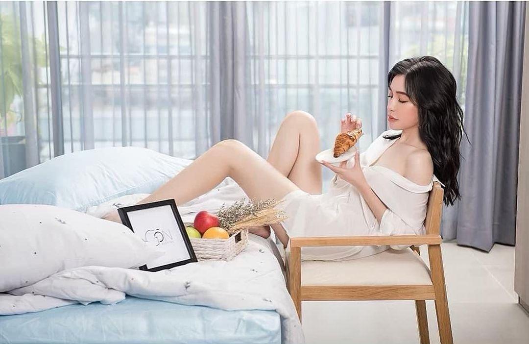 Elly Trần quyến rũ với sơ mi trắng - 1