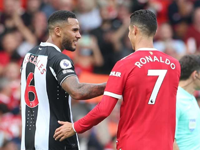 """Ronaldo """"gây sốt"""" trận ra mắt, 2 SAO Newcastle tranh áo đấu CR7 nhận cái kết đắng - 1"""