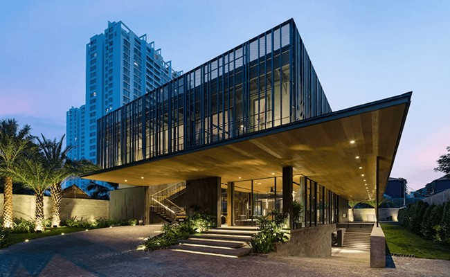 Với những lối thiết kế sáng tạo, mới lạ nhưng không kém phần hiện đại và sang trọng, nhiều ngôi nhà của Việt Nam đã được xuất hiện trên các trang báo kiến trúc của nước ngoài.