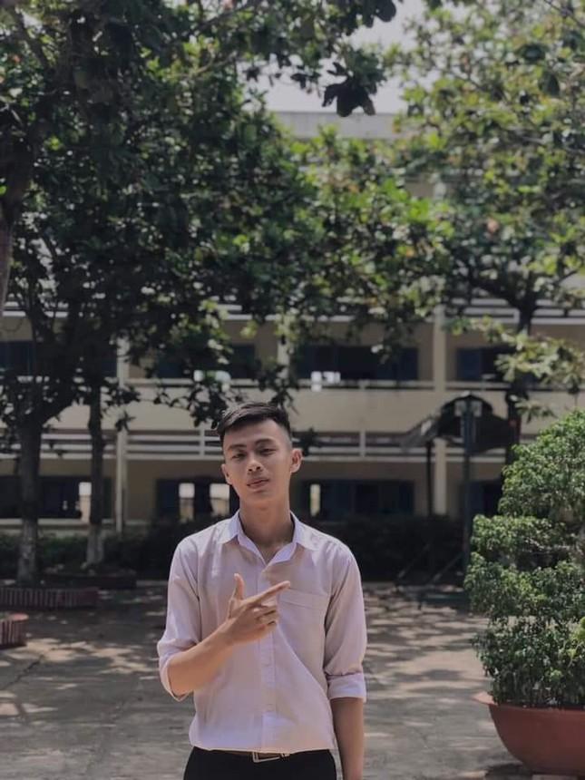 """Từ """"chàng shipper quán nước"""" đến thủ khoa khối C00 tỉnh Bình Thuận - 1"""