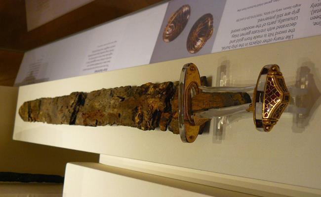 Chủ nhân của gia tài này cho hay, kho báu này có tổng cộng 3.900 cổ vật. Đây là kho báu lớn nhất từ trước đến nay ở Anh.