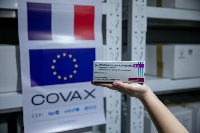 Thêm gần 1,5 triệu liều vắc-xin AstraZeneca về đến Việt Nam - 1