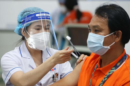 Viêm da cơ địa: Tiêm vắc-xin về ngứa phải làm sao? - 1