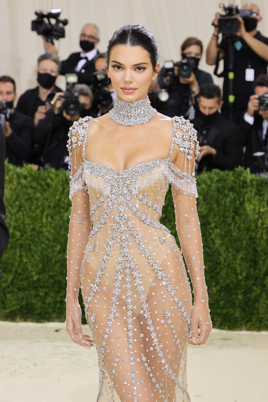 """""""Siêu tiệc thời trang"""" Met Gala: Kendall chiếm sóng với bộ váy không thể hoàn hảo hơn - 1"""