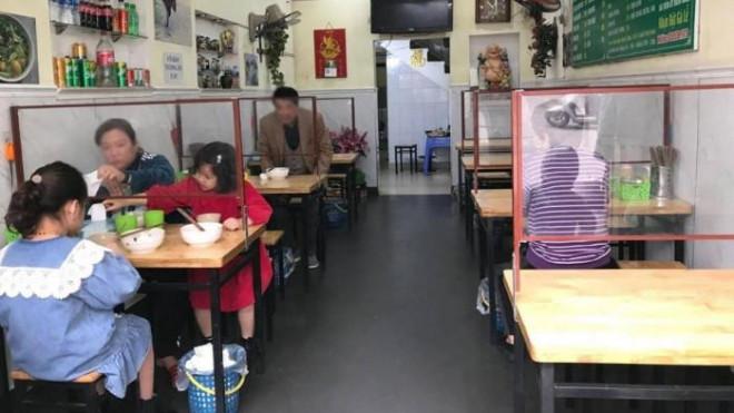 Từ 12h ngày 16/9, Hà Nội cho phép bán hàng ăn mang về, bán văn phòng phẩm - 1
