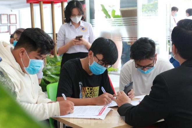 Trường ĐH Kinh tế Tài chính TPHCM, ĐH Quốc tế Sài Gòn, Hồng Bàng công bố điểm chuẩn - 1