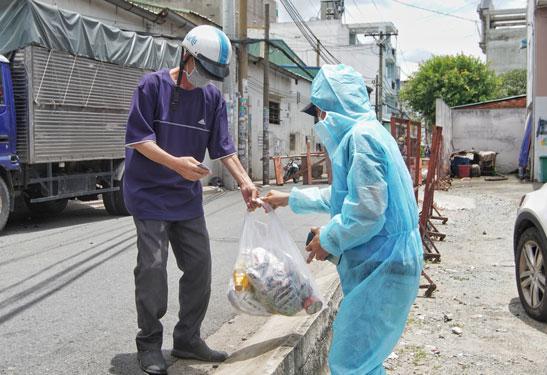 TP HCM: Đề xuất hỗ trợ hơn 7,5 triệu người khó khăn sau ngày 15-9 - 1
