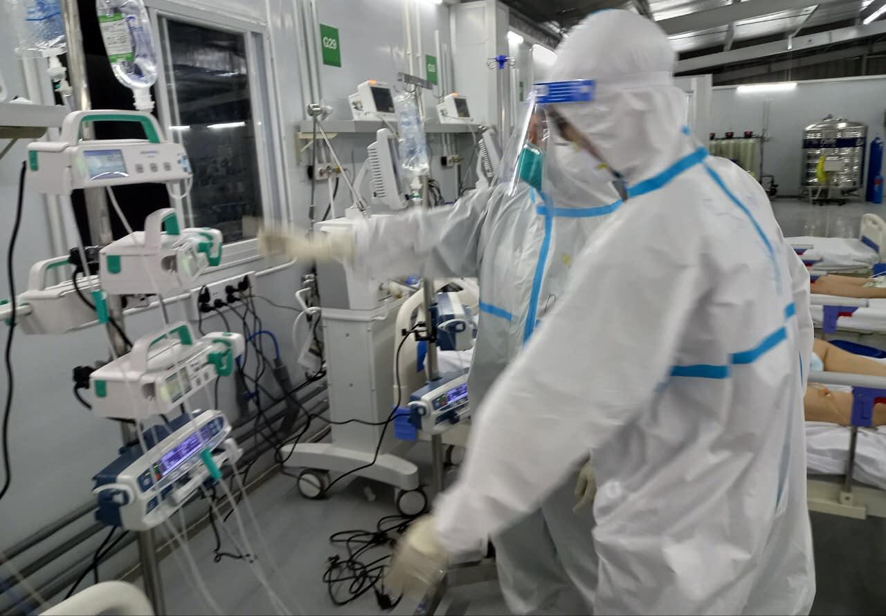 """""""Gian khổ đến mấy cũng không từ chối cứu chữa bệnh nhân COVID-19"""" - 1"""