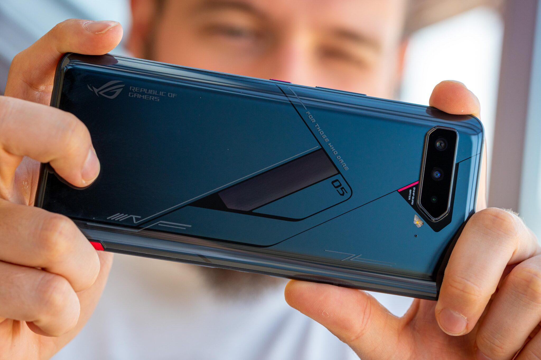 Hai smartphone gaming đỉnh cao khiến bạn quên mất mình đang chơi game trên điện thoại - 1
