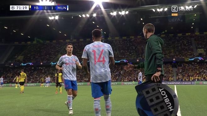 """Solskjaer thay Ronaldo khiến MU thua ngược, bị fan """"Quỷ đỏ"""" trách thậm tệ - 1"""