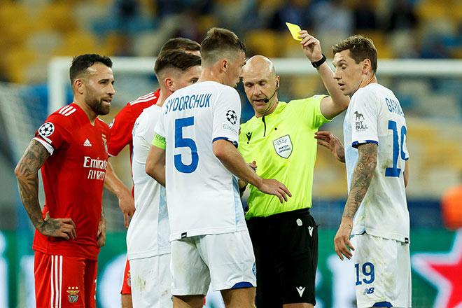 Trọng tài người hùng EURO mắc sai lầm nghiêm trọng ở cúp C1, fan đòi đuổi việc - 1