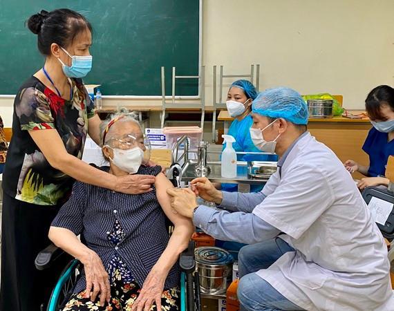 """Luật sư nói gì về vụ """"không tiêm vaccine phải làm cam kết"""" ở phường Hoàng Liệt, quận Hoàng Mai, Hà Nội? - 1"""