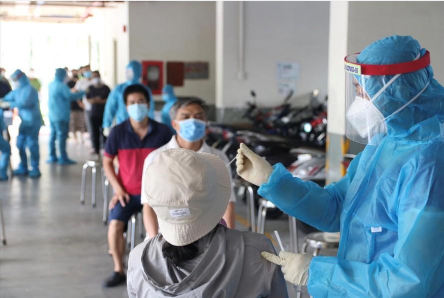 Thông tin mới về tình hình tiêm vắc-xin và xét nghiệm tại Hà Nội - 1