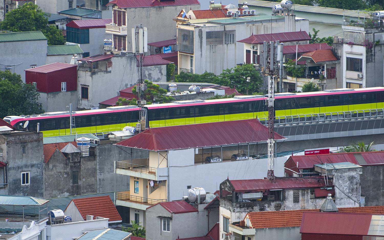 Ảnh flycam: Tàu đường sắt Nhổn - ga Hà Nội lăn bánh qua nhiều tuyến phố - 10