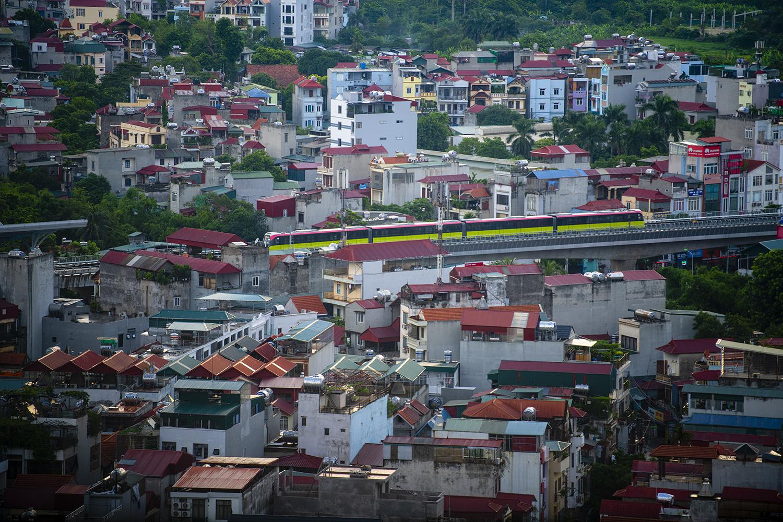 Ảnh flycam: Tàu đường sắt Nhổn - ga Hà Nội lăn bánh qua nhiều tuyến phố - 2