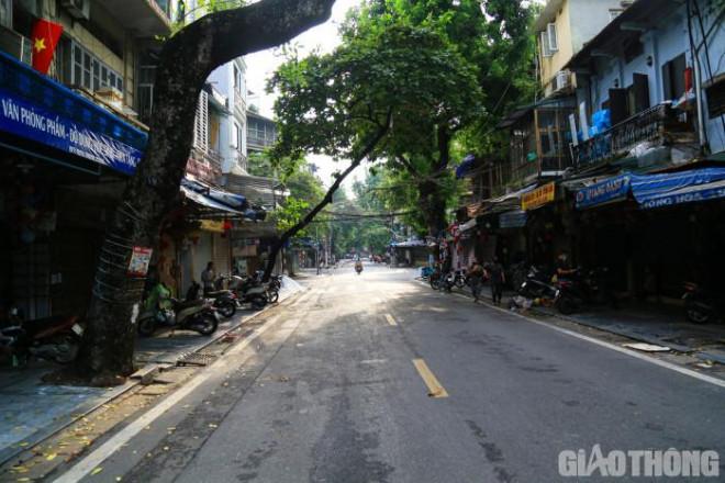 Hà Nội: Phố Hàng Mã vắng lặng chưa từng có trước thềm Trung thu - 1