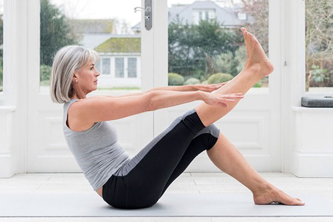 9 bài tập thể dục tại nhà cho người bị viêm khớp, thoái hóa khớp trong đợt COVID-19 - 1