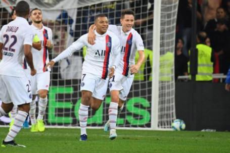 """Đồng đội tiết lộ Mbappe chưa từng muốn tới Real Madrid, PSG thừa cơ """"trói chặt"""""""