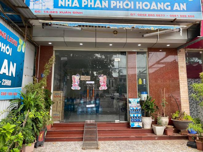Vụ bé gái 6 tuổi tử vong bất thường ở Hà Nội: Hàng xóm kể phút bố gào khóc gọi con - 1