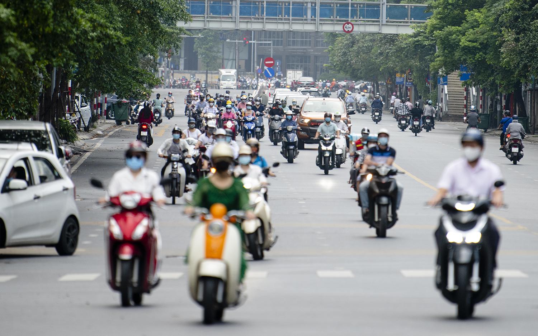 Đường phố Hà Nội nhộn nhịp trở lại sau khi nới lỏng giãn cách tại nhiều quận, huyện - 15