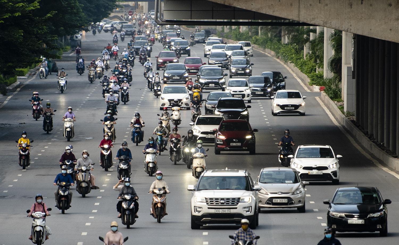 Đường phố Hà Nội nhộn nhịp trở lại sau khi nới lỏng giãn cách tại nhiều quận, huyện - 6