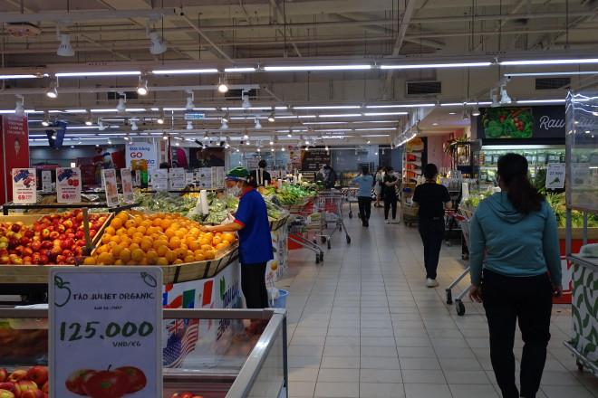 """Người dân """"vùng xanh"""" TPHCM vui mừng được đi chợ, siêu thị - 1"""