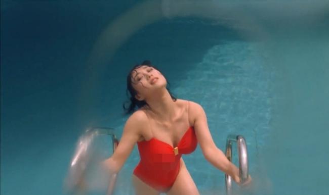 Lợi Trí sinh năm 1961 là nữ diễn viên Hong Kong nổi tiếng với diện mạo xinh đẹp cùng vóc dáng gợi cảm.