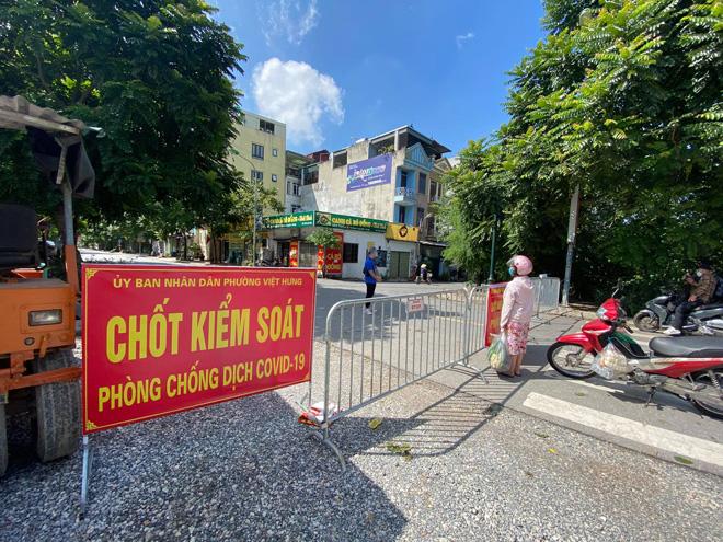 Hà Nội: Tạm phong toả khu dân cư nơi 6 người trong cùng 1 gia đình dương tính với SARS-CoV-2 - 1