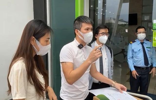 """Thủy Tiên - Công Vinh công khai 18.000 trang sao kê, fanpage Vietcombank lại bị dân mạng """"tấn công"""" - 1"""