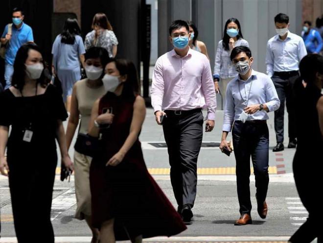 Singapore hơn 1.000 ca nhiễm ngày, Bộ trưởng Y tế nói 'không bất ngờ' - 1