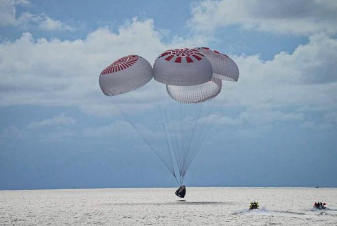 Nhóm phi hành gia nghiệp dư trở về an toàn sau chuyến bay vào quỹ đạo Trái Đất - 1