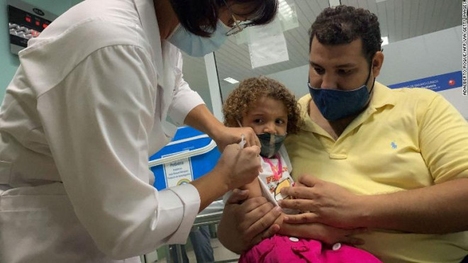 Cuba tiêm vaccine ngừa COVID-19 cho trẻ từ 2 tuổi để sớm mở cửa trường học - 1
