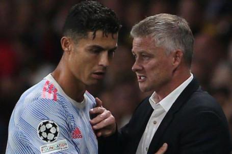 """Ronaldo bị Ferdinand chỉ trích, Solskjaer bất ngờ bênh CR7 vụ nghi """"lấn quyền"""""""