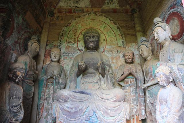 Choang voi hang dong hang nghin nam tuoi duoc dieu khac vao vach nui 5 1632069445 801 width640height427 10 địa điểm du lịch độc đáo nhất thế giới, mê mẩn ngay từ cái nhìn đầu tiên