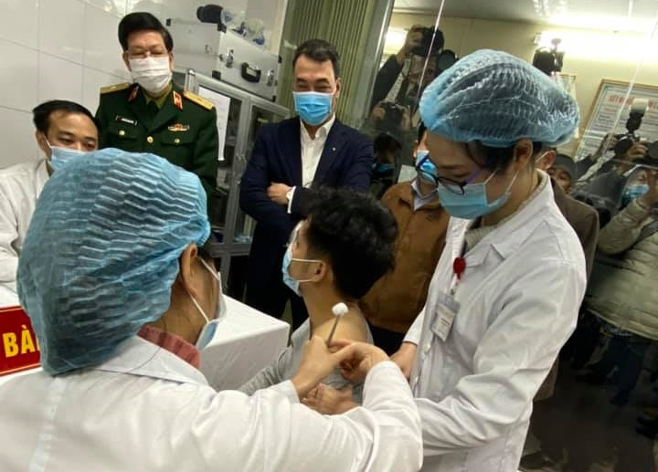 Kết luận cuộc họp xem xét kết quả giữa kỳ thử nghiệm lâm sàng giai đoạn 3 vắc-xin Nanocovax - 1