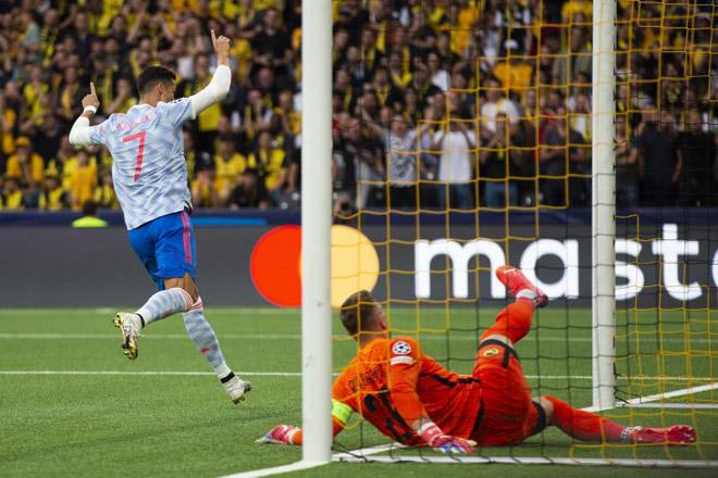 """Ronaldo bị Ferdinand chỉ trích, Solskjaer bất ngờ bênh CR7 vụ nghi """"lấn quyền"""" - 1"""
