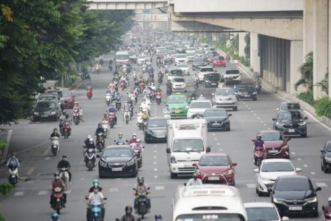 Chùm ảnh: Đường phố Hà Nội ken kín phương tiện trong sáng đầu tuần - 1