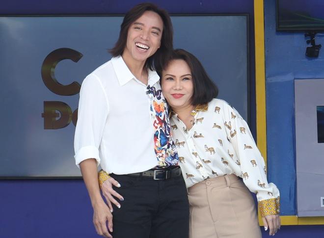 Nghệ sĩ lên tiếng về việc Việt Hương nhận quyên góp ở nước ngoài, ông xã vạch rõ chiêu lừa đảo - 1