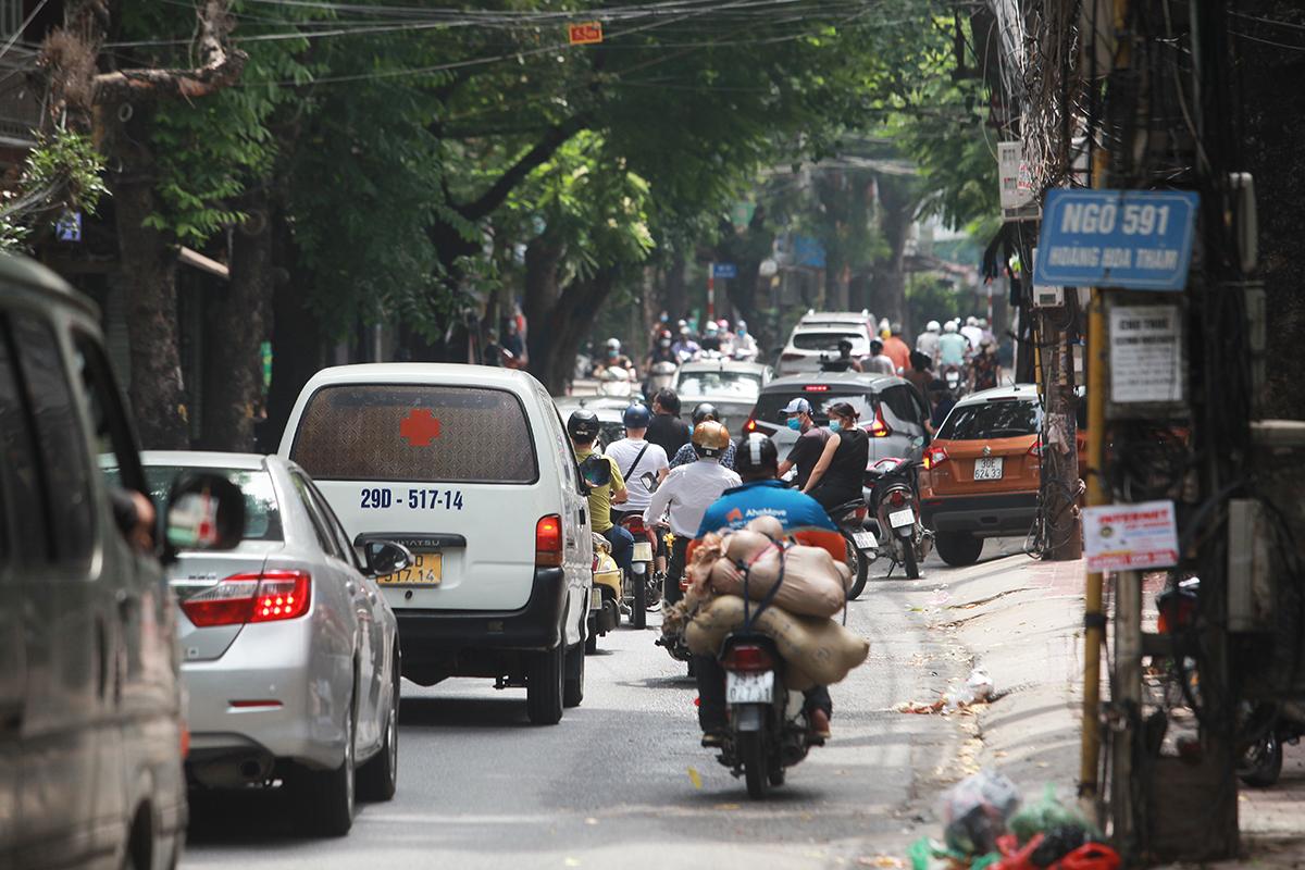 """Hà Nội: Người dân tự ý """"nới lỏng"""" dù chưa hết giãn cách - 5"""