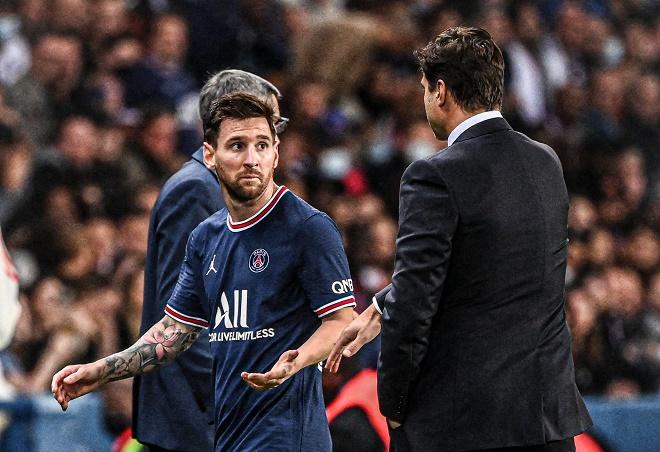 """Messi đối mặt hóa """"chân gỗ"""", từ chối bắt tay HLV Pochettino khi bị thay ra sân - 1"""