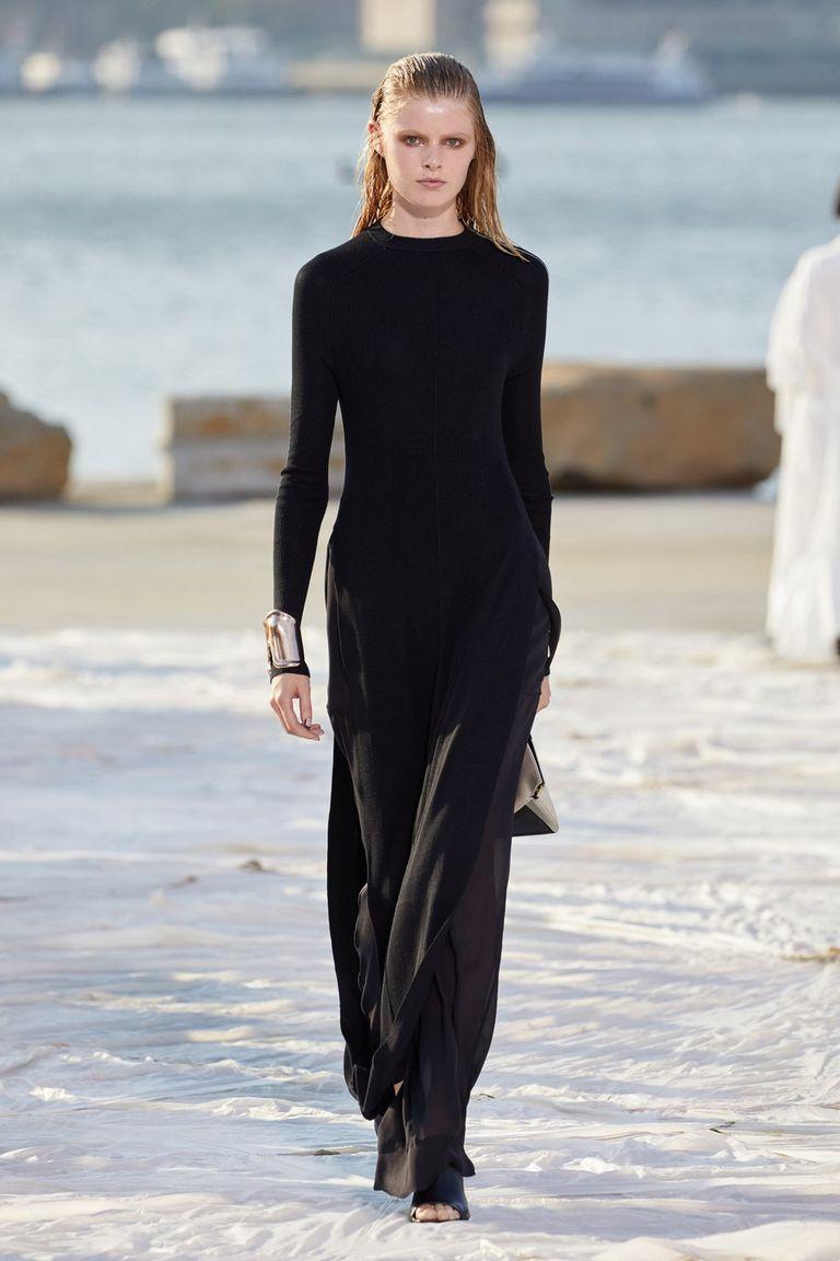 Nhà thiết kế gốc Việt lừng danh thế giới ra mắt thiết kế mới tại Tuần thời trang New York - 1