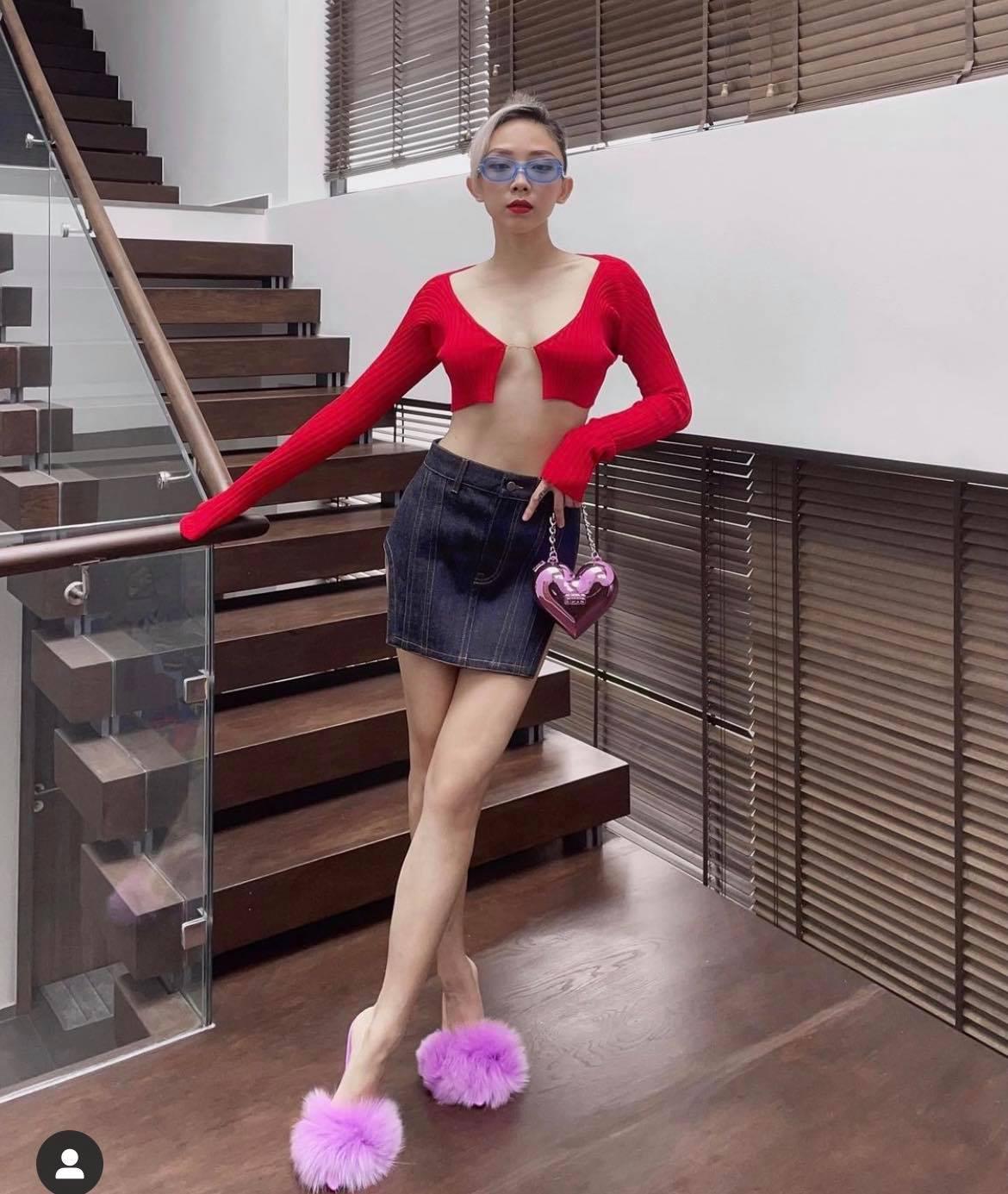 Khánh Linh, Tóc Tiên mê áo nối bằng sợi chỉ - 1
