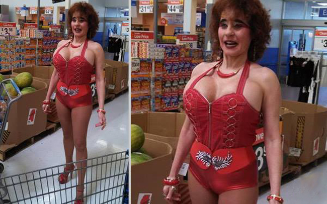 Đi siêu thị thôi mà ai cũng nhìn mình như người ngoài hành tinh vậy?