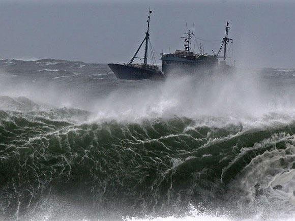 Biển Đông sắp hứng áp thấp nhiệt đới, miền Trung và Tây Nguyên mưa lớn - 1