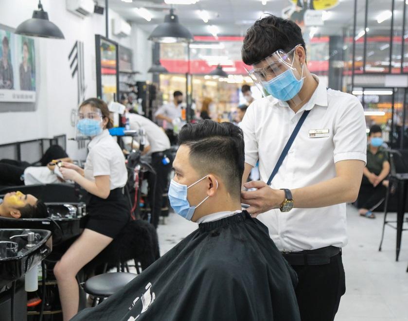 Hà Nội điều chỉnh biện pháp phòng chống dịch COVID-19, người dân có thể đi cắt tóc từ 6h ngày 21/9 - 1