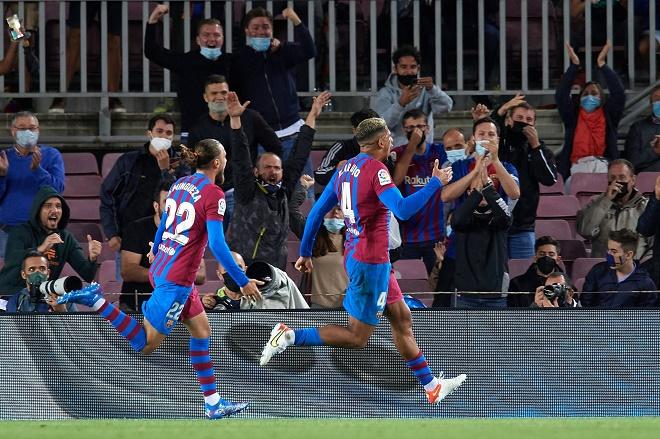 """Video bóng đá Barcelona - Granada: """"Gáo nước lạnh"""" đến sớm, vỡ òa phút 90 (Vòng 5 La Liga) - 1"""