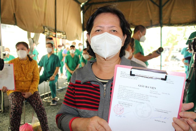 Thứ trưởng Bộ Y tế: Cuộc chiến chống dịch đã thấy ánh sáng cuối đường hầm - 1